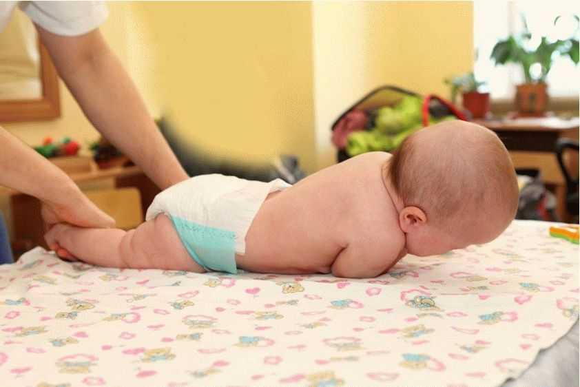 Как научить ребенка переворачиваться: необходимые занятия для здоровья малыша