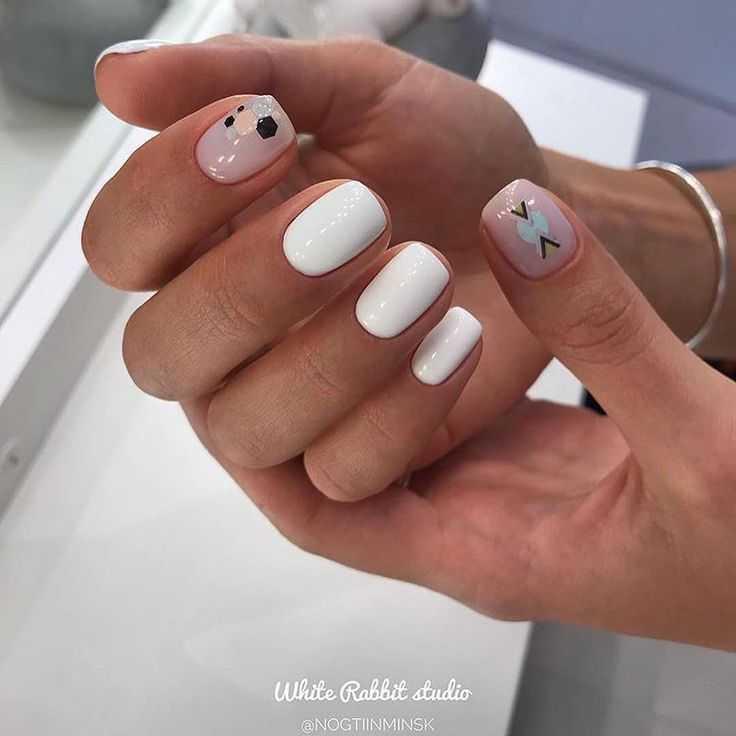Можно ли в роддом с накрашенными ногтями?