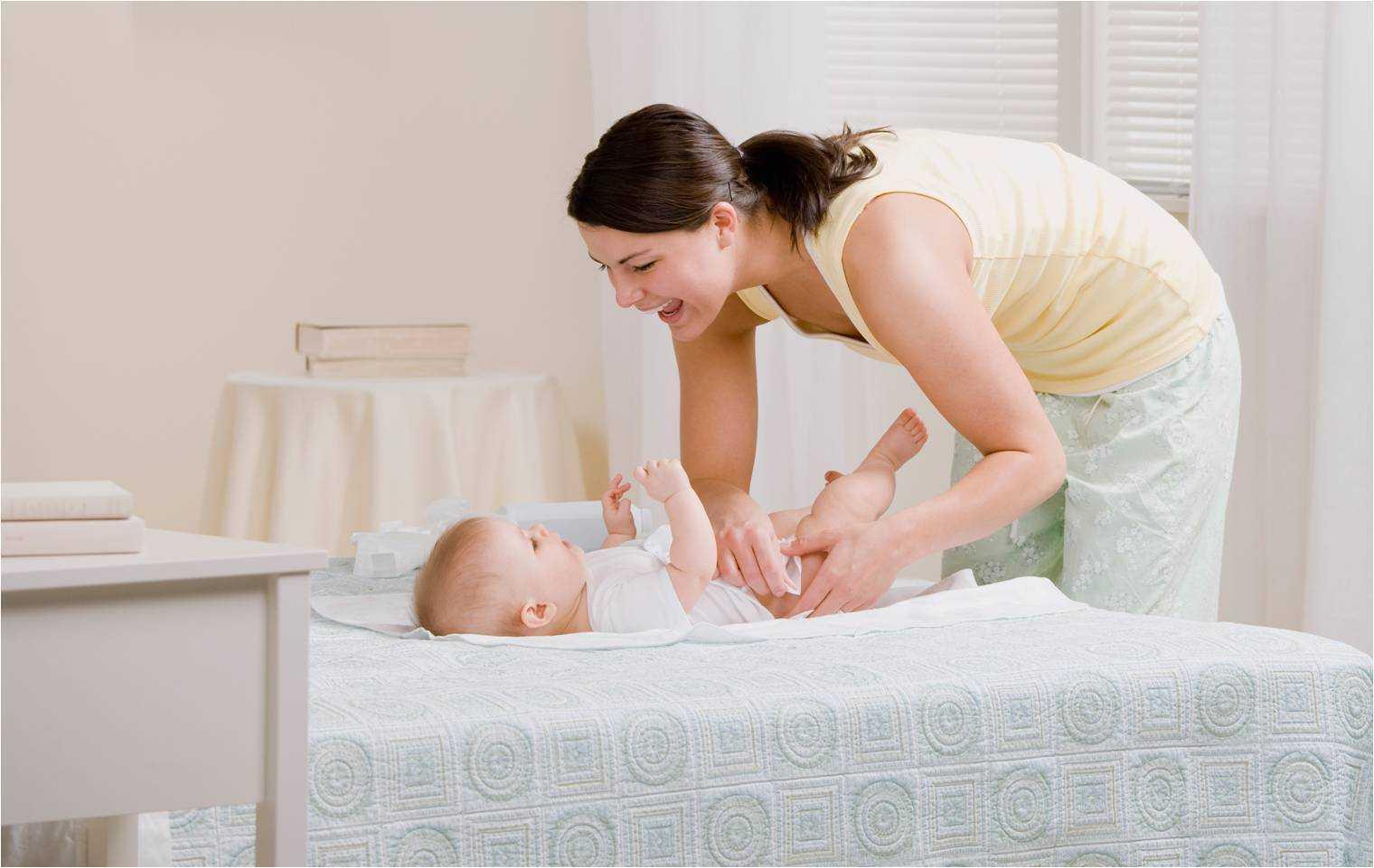 Как часто менять подгузник новорожденному