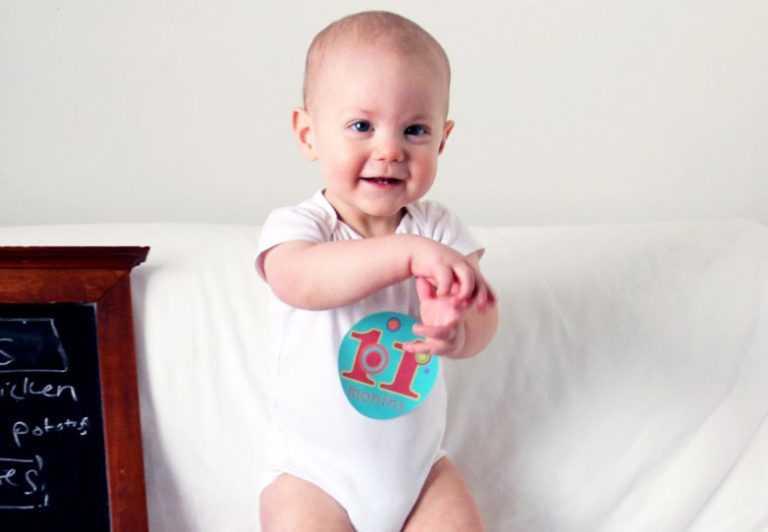 Развитие ребенка с 3 до 4 месяцев: как ухаживать за малышом и развлекать его