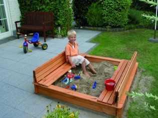 Правильные детские песочницы с крышей: этапы изготовления + примеры готовых решений