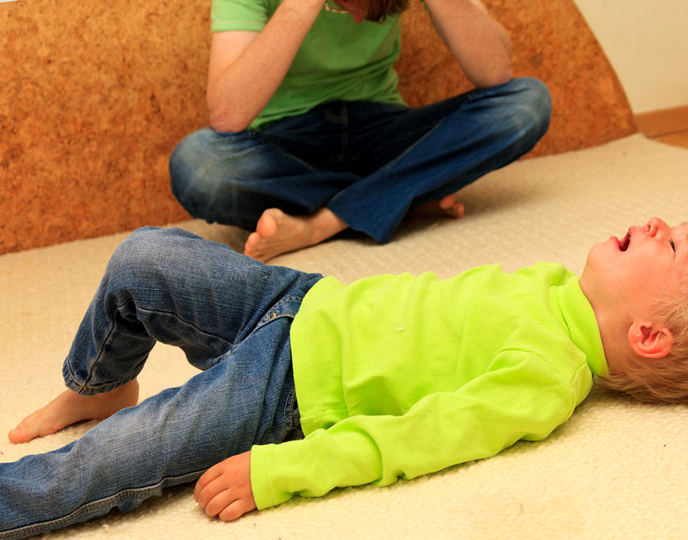 Ребенок закатывается при плаче и теряет сознание (синеет)