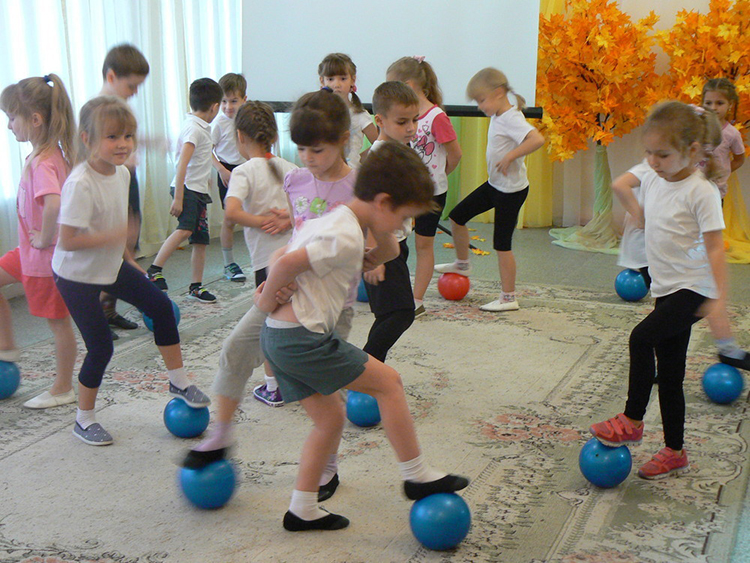 Игры для детей для 2 лет: развивающие или пальчиковые занятия для ребенка до года, их картотека и музыкальные шаблоны для дома