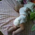 Почему грудничок выгибает спину и запрокидывает голову? ребенок выгибается лежа на спине