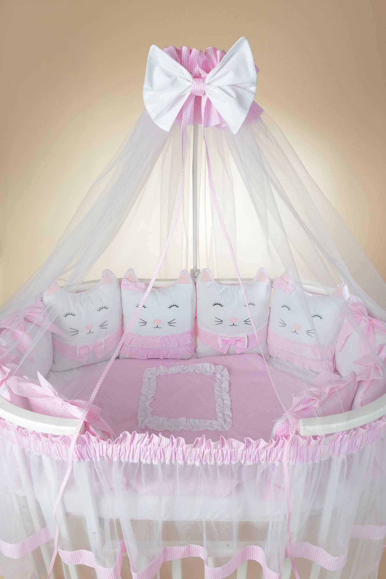 Комплекты в кроватку для новорожденных (32 фото): детские наборы с бампером, 7 предметов, комплект белья для круглой кровати, набор с балдахином