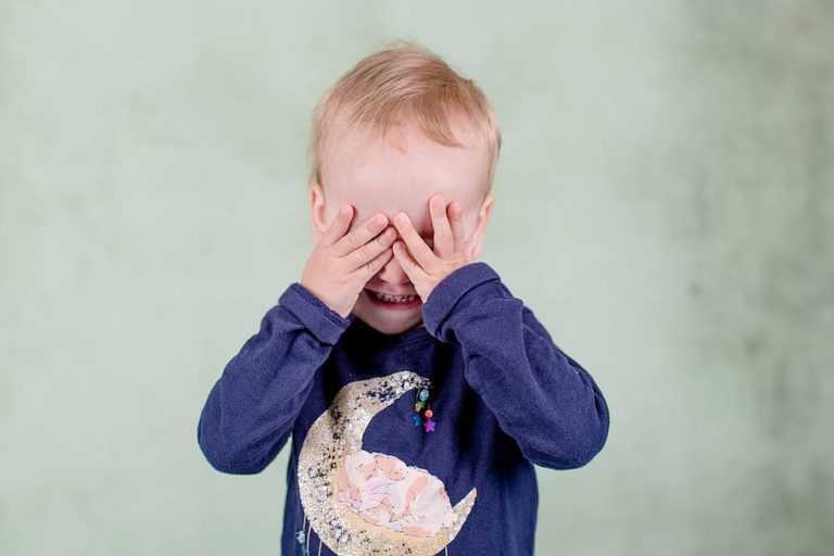 Если ребенок манипулирует родителями. как справиться?