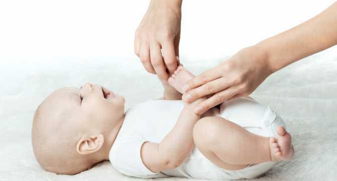 Массаж животика при коликах у новорожденного