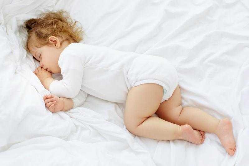 Когда ребенок начинает спать всю ночь не просыпаясь