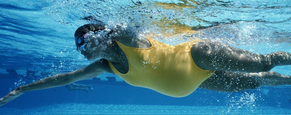 Бассейн при беременности: польза и вред. можно ли ходить плавать на ранних сроках - spuzom.com