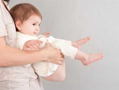 Высаживание новорождённых от коликов. древний волшебный метод