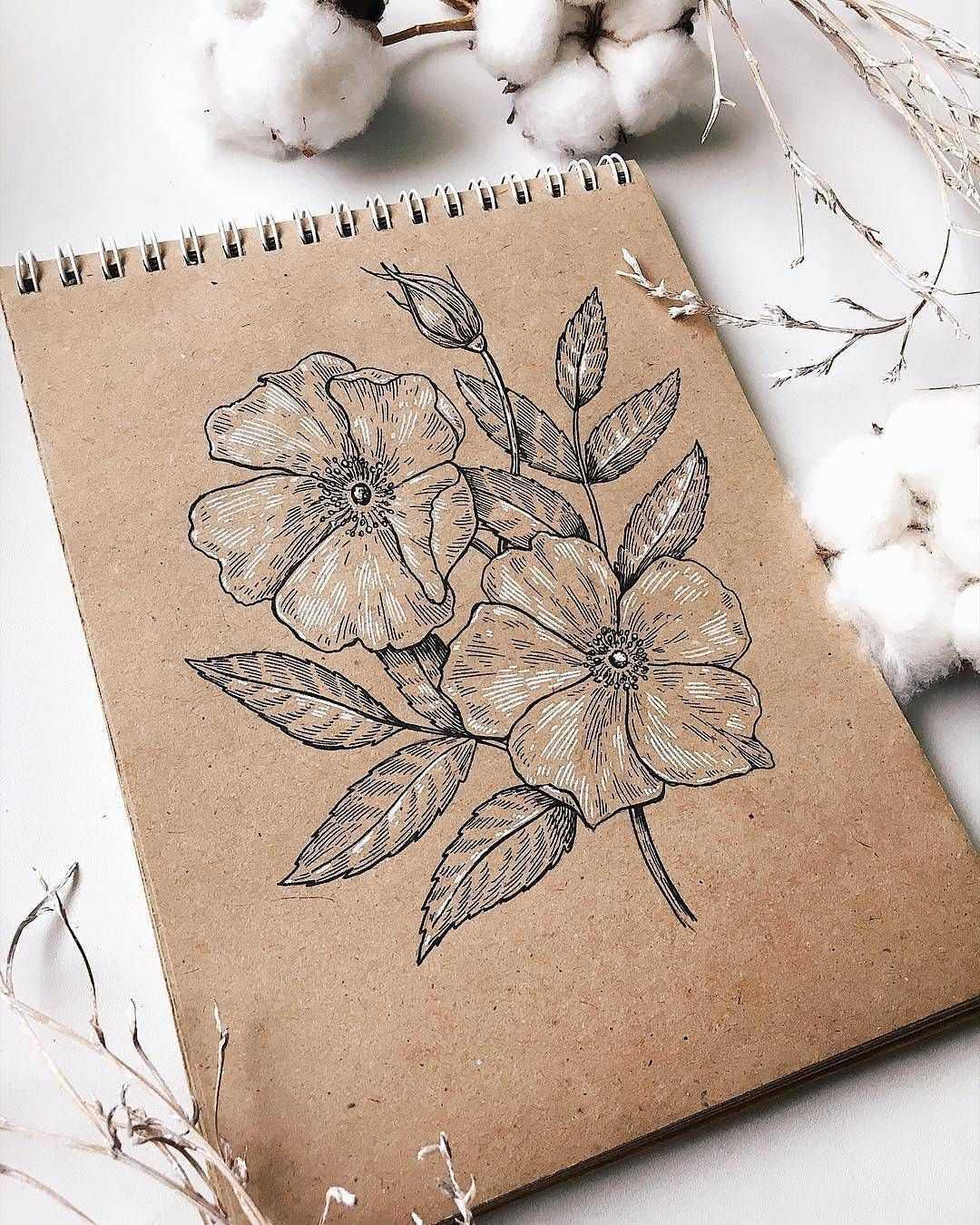 Рисование: много бумаги, краски и кисти