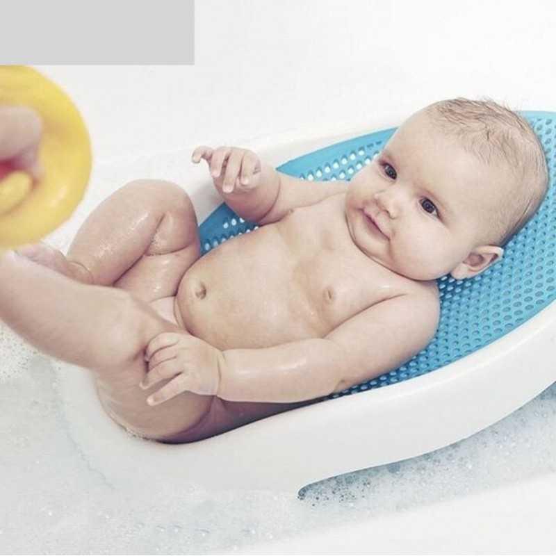 Купание новорожденного. круг, горка и гамак для купания. вода для первого купания