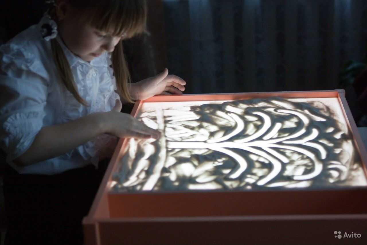Световые песочницы: столы для рисования песком с подсветкой, светящиеся интерактивные песочницы 7 в 1 с крышкой и другие детские модели