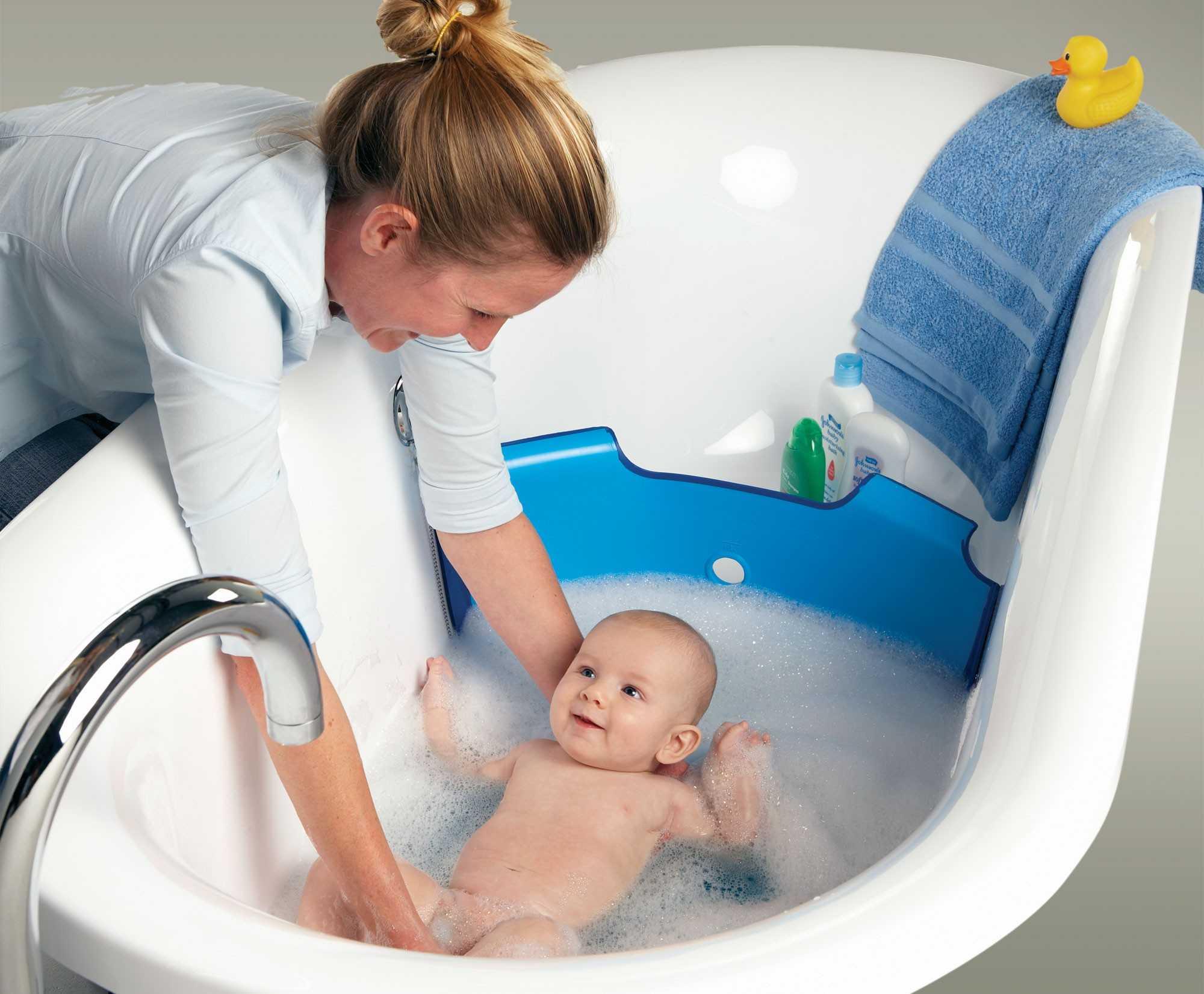 Насколько безопасно купание новорождённого в марганцовке