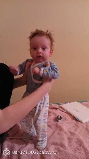 Ребенок плохо держит голову в 4 месяца, почему малыш в четыре месяца неуверенно держит головку
