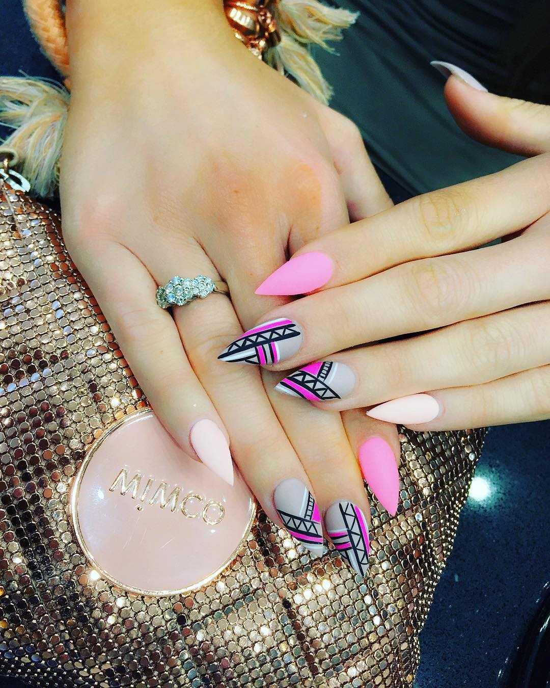 Со скольки лет можно красить ногти гель-лаком
