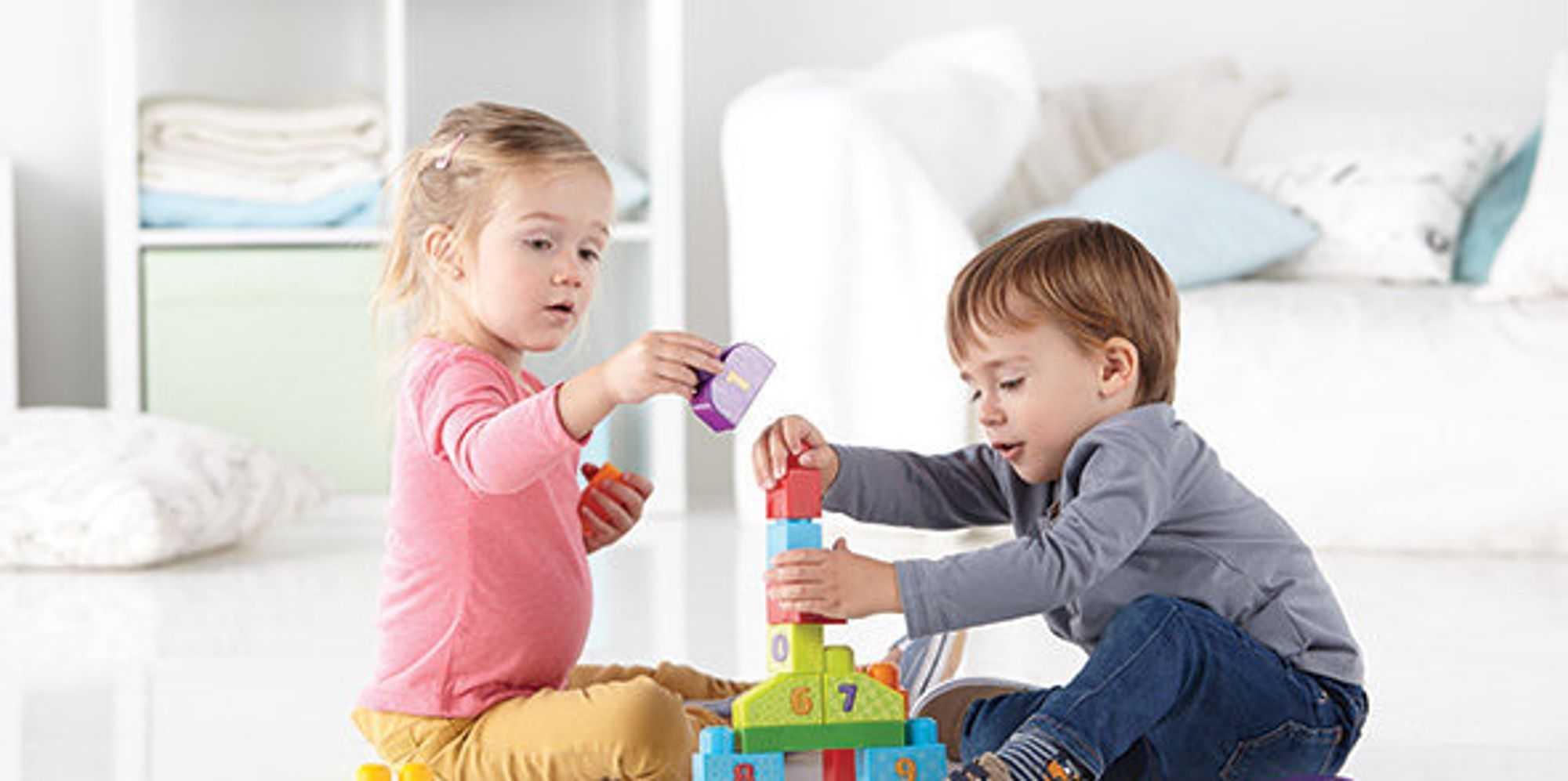 Должен ли ребенок делиться игрушками с другими детьми