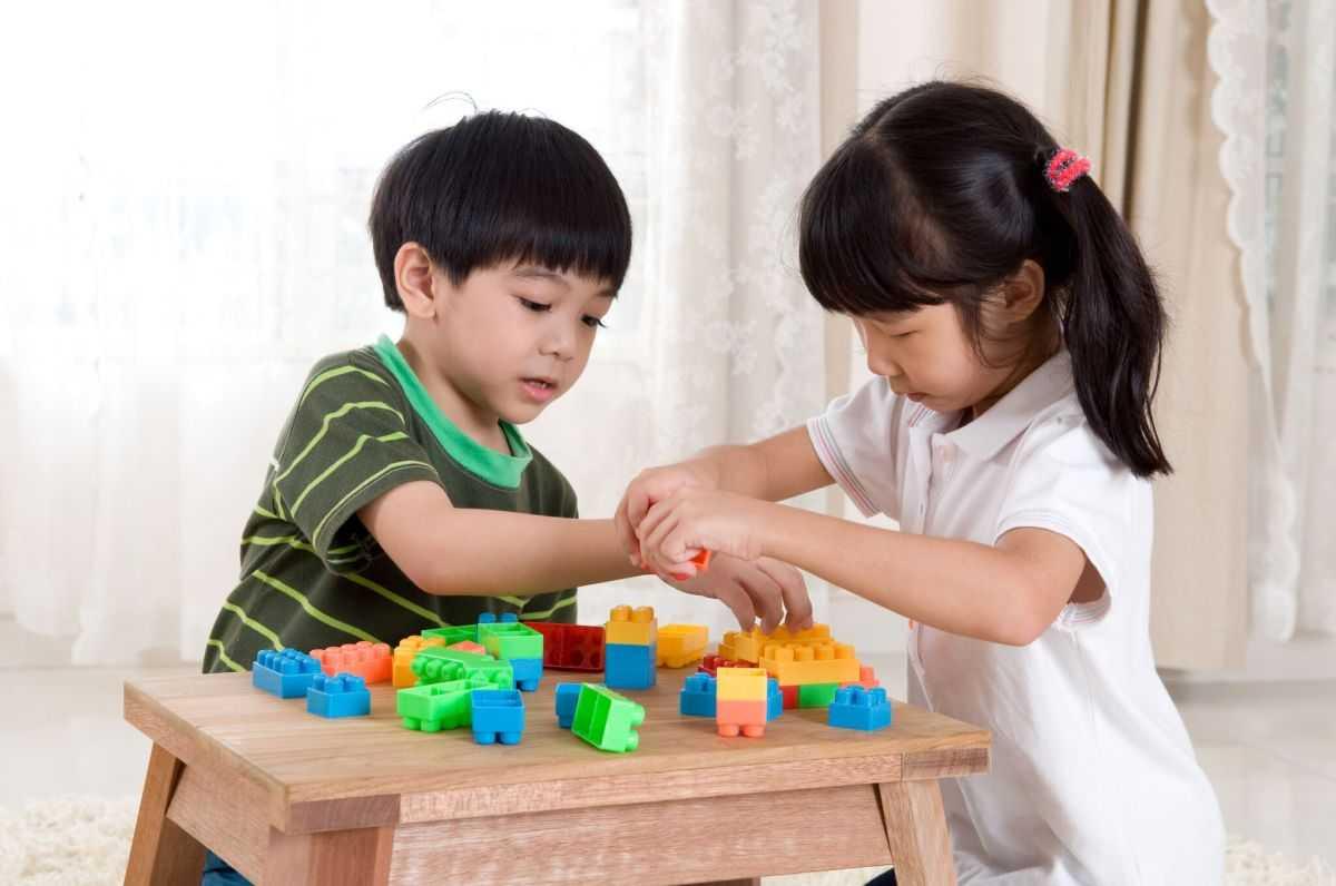 Что делать, если ребенок не дает игрушки: рекомендации психолога