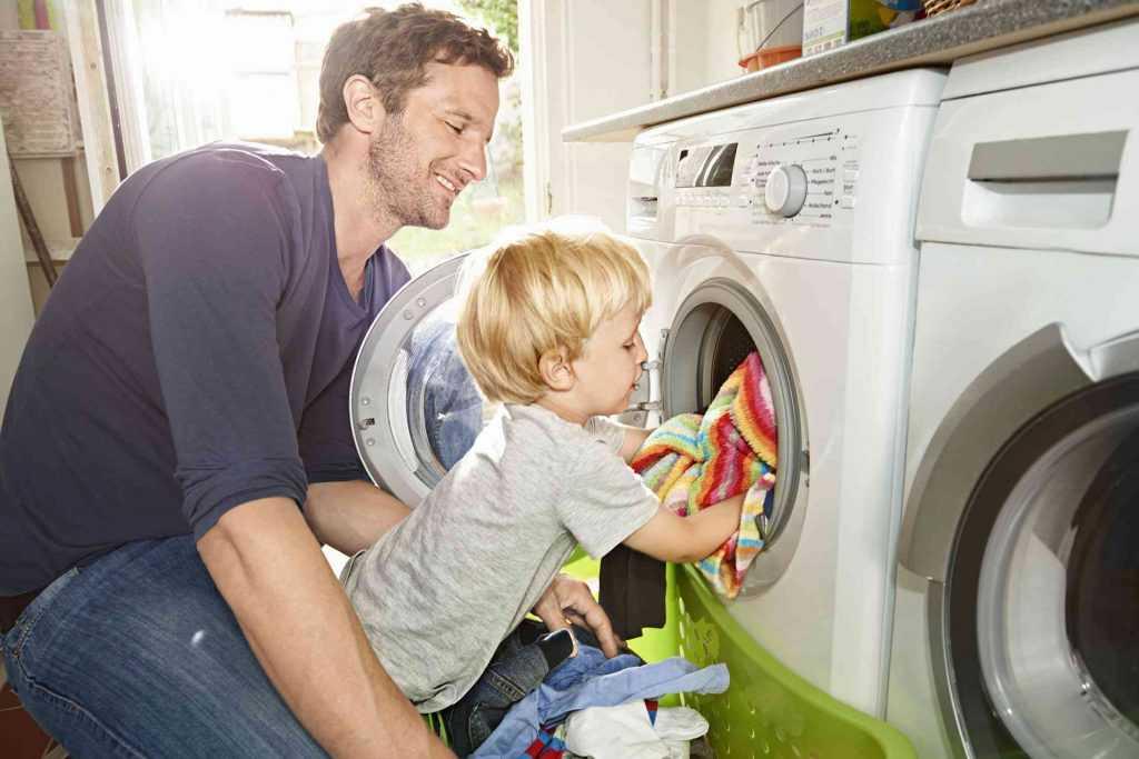 Нужно ли заставлять ребенка помогать по дому?
