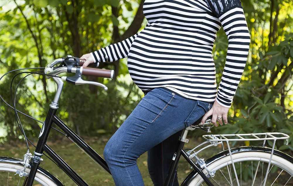 Можно ли беременным кататься на велосипеде? почему нельзя ездить во время беременности? правила езды на ранних сроках