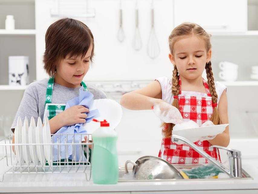 15 идей чем занять ребенка в 2 года дома надолго: подборка  лучших идей + видео | семья и мама