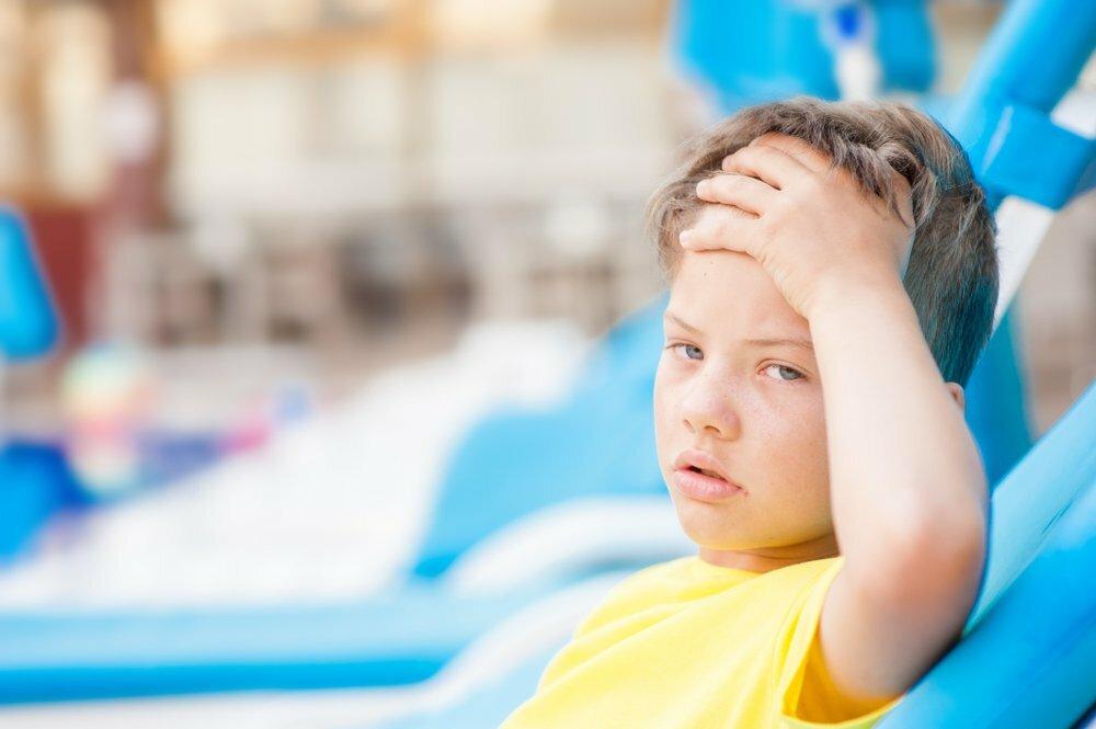 Симптомы и лечение теплового удара у ребенка: признаки и первая помощь - что делать, сколько держится температура, последствия и лечение в домашних условиях