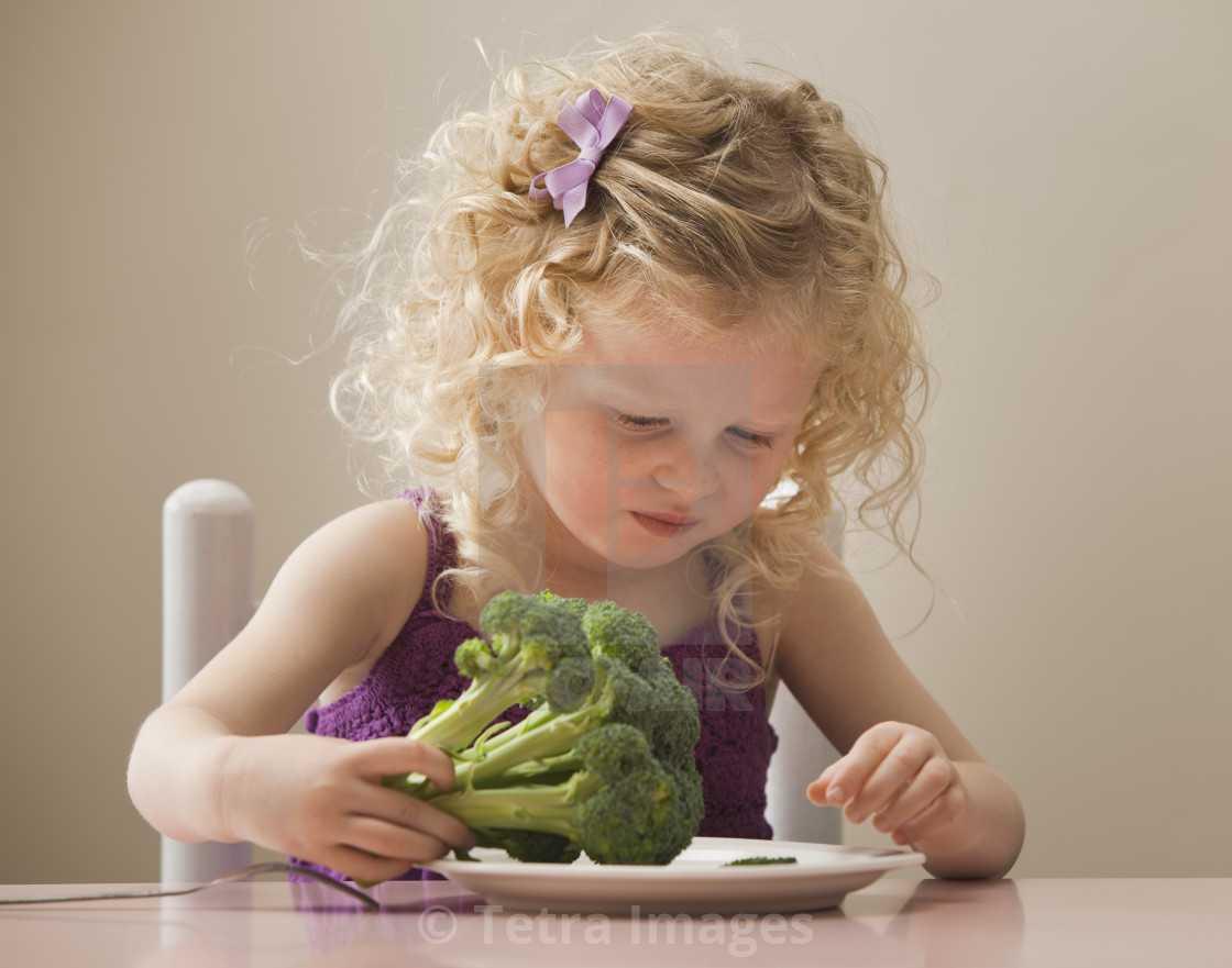 Советы родителям: надо ли заставлять ребенка есть кашу