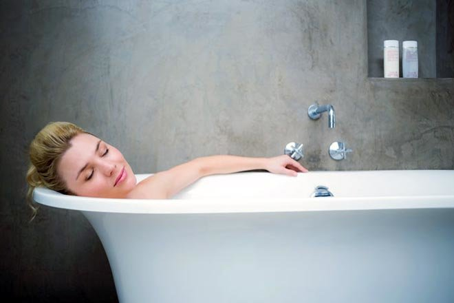 Можно ли мыться после кесарева сечения. после родов когда можно принимать ванну? мнения специалистов и отзывы женщин - ваши зубки