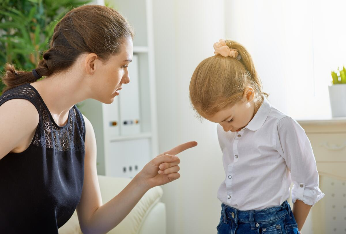 Как наказывать за плохое поведение: стоит ли это делать учителю или родителям вообще, советы об этом и чем грозит здоровью ребенка