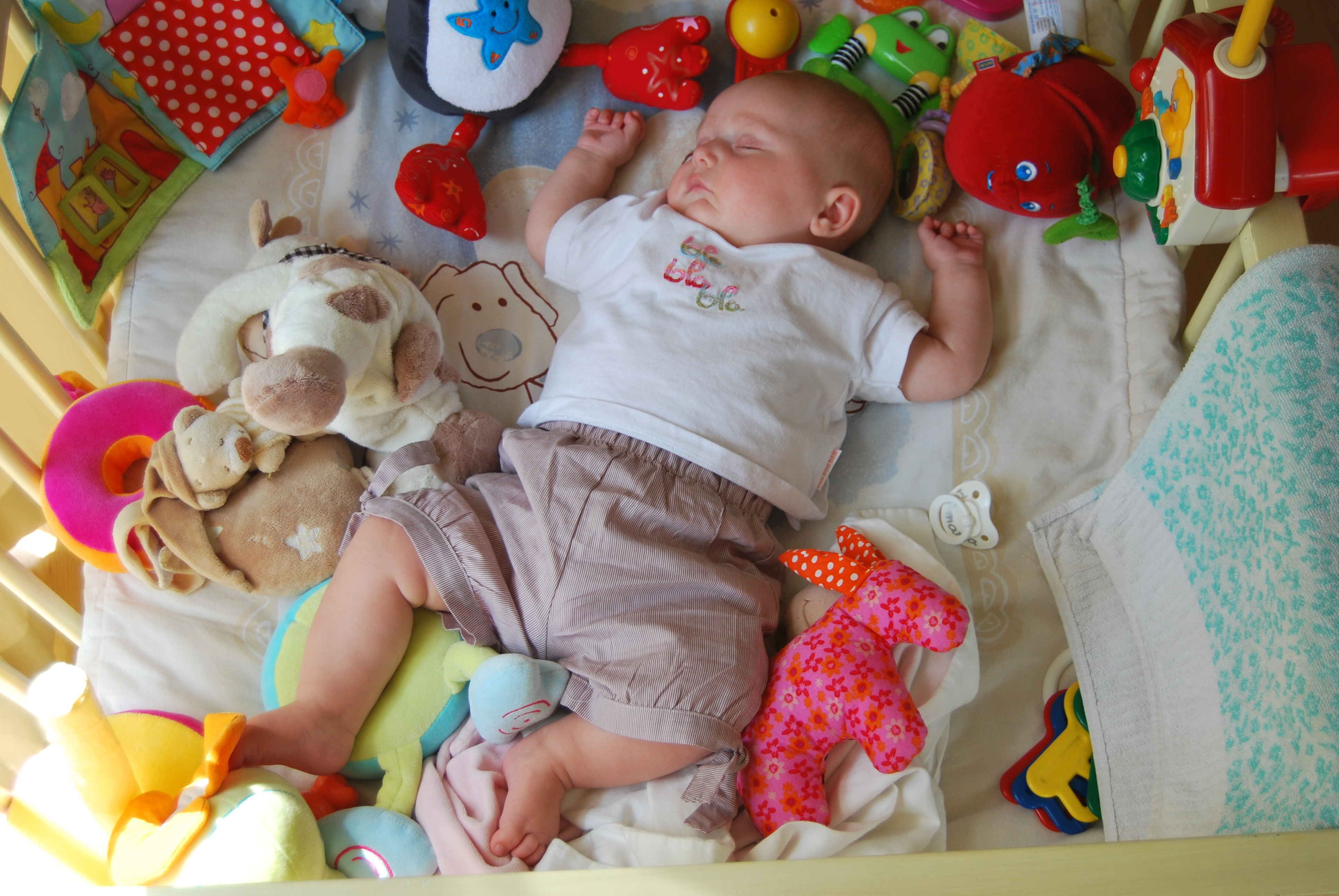 Развитие ребенка в 1,5 - 2 месяца, что он должен уметь делать и как развивать малыша в этот период