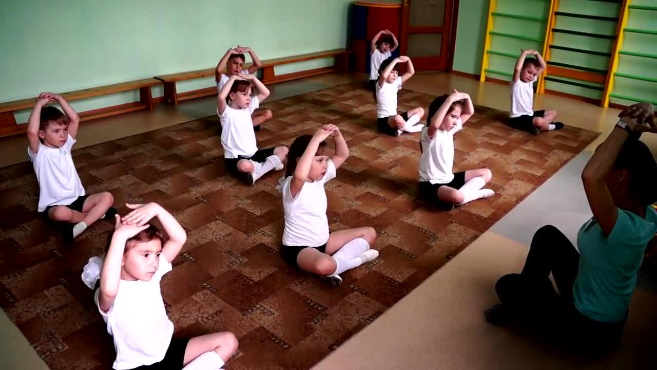 Танцы гимнастика для детей. танцевально-игровая гимнастика для детей. ритмический танец «яблочко»