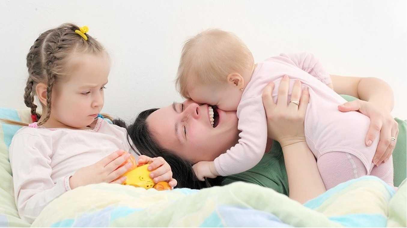 Развитие ребенка по месяцам до 1 года: что нужно знать молодой маме