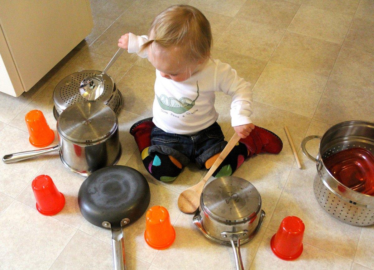 Чем занять ребенка в 2 -3 года. чем заменить игрушки? | не для галочки, а для друзей
