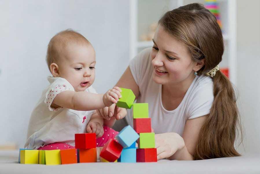 Что должен уметь ребенок в 8 месяцев?