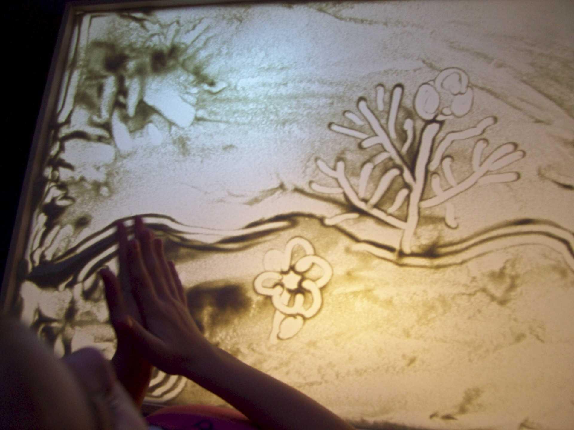 Как сделать световой стол для рисования песком?