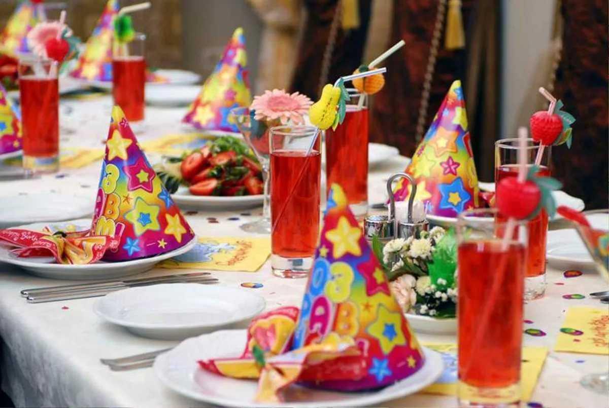 Оформление детского стола на день рождения (67 фото): как накрыть праздничный стол, сервировка своими руками