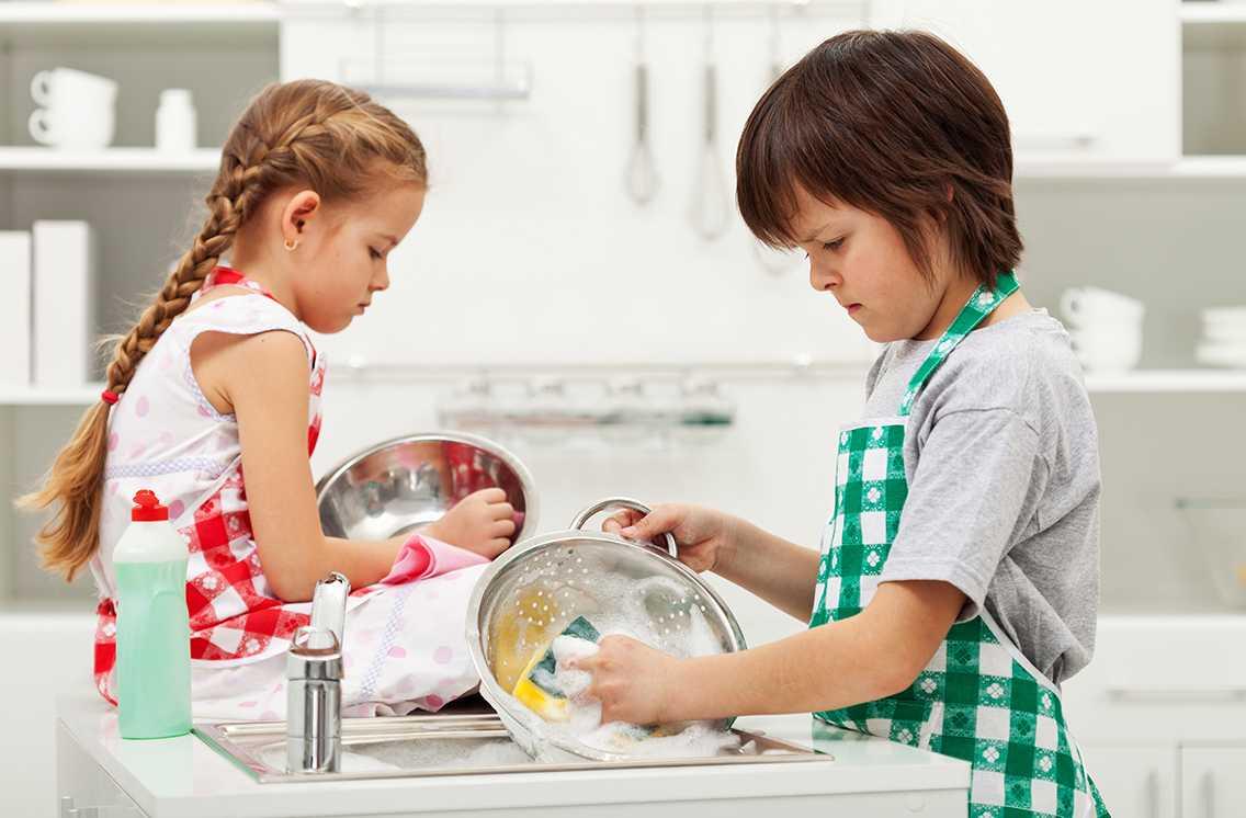 Простые способы приучить ребенка к домашним обязанностям - воспитание и психология