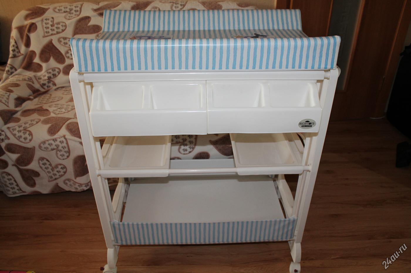 Складной пеленальный столик (21 фото): особенности раскладных столов для новорожденных