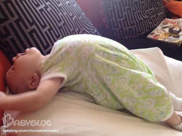 Ребенок 5 месяцев выгибается дугой комаровский - всё о грудничках