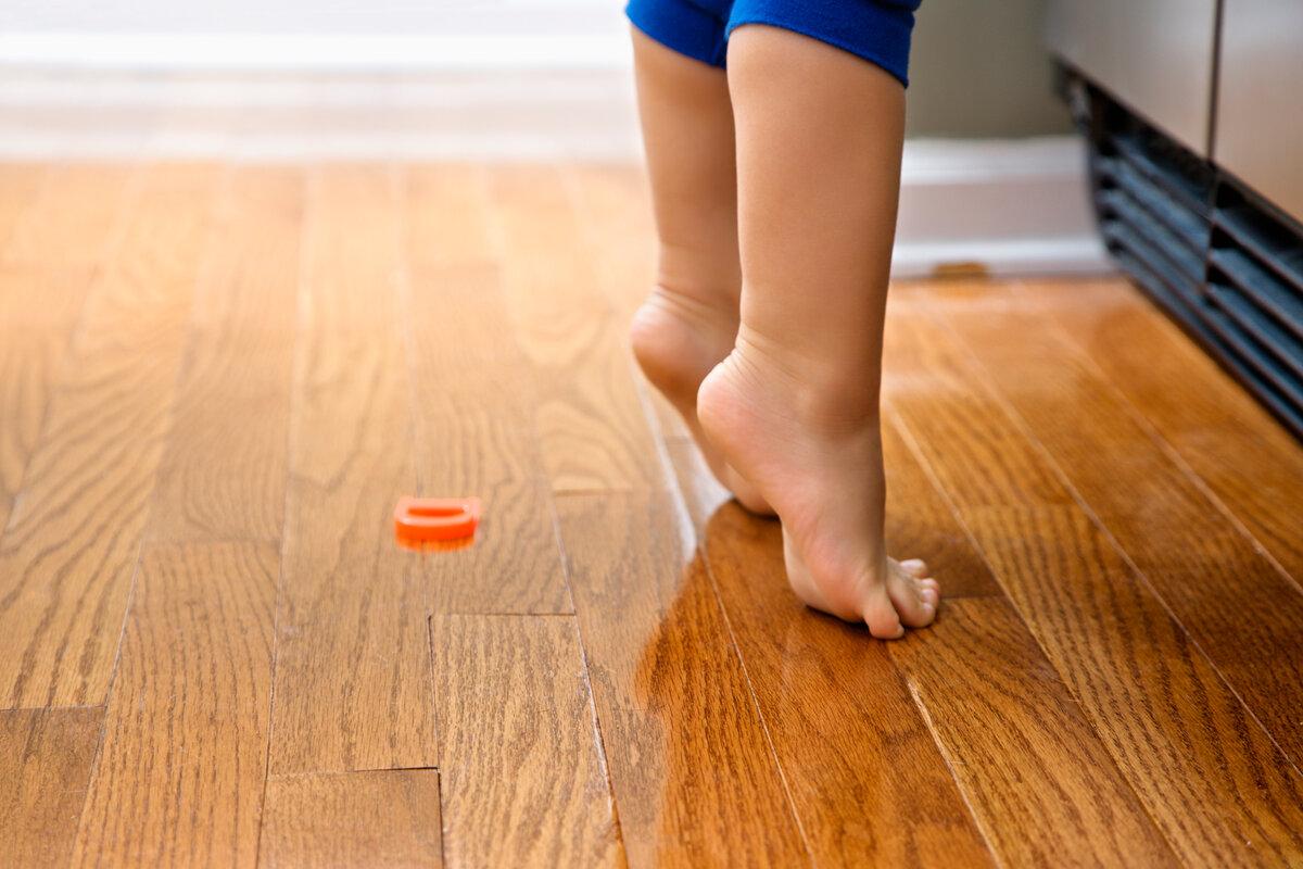 Ребенок ходит на цыпочках: причины и что делать