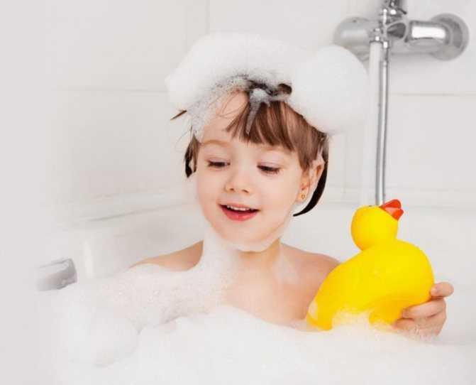 Можно ли мыться, купаться в воскресенье взрослым и купать детей, мыть голову, ходить в баню в православии: приметы, мнение священника