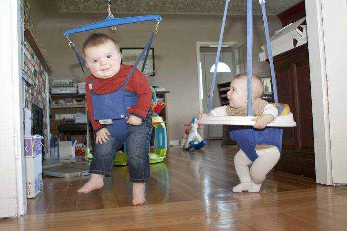 До какого возраста можно использовать прыгунки. как выбрать прыгунки. недостатки и плюсы прыгунков