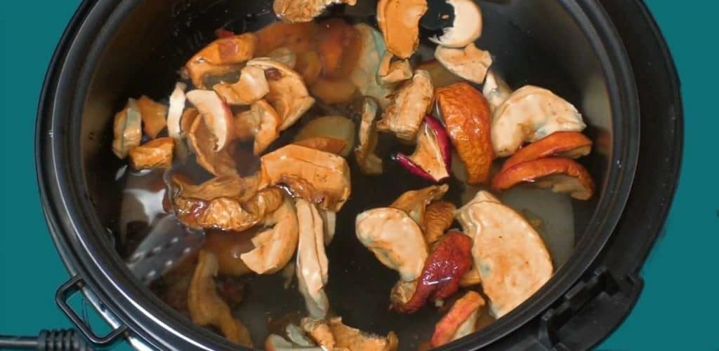 Как варить компот из сухофруктов для ребенка: полезные рецепты