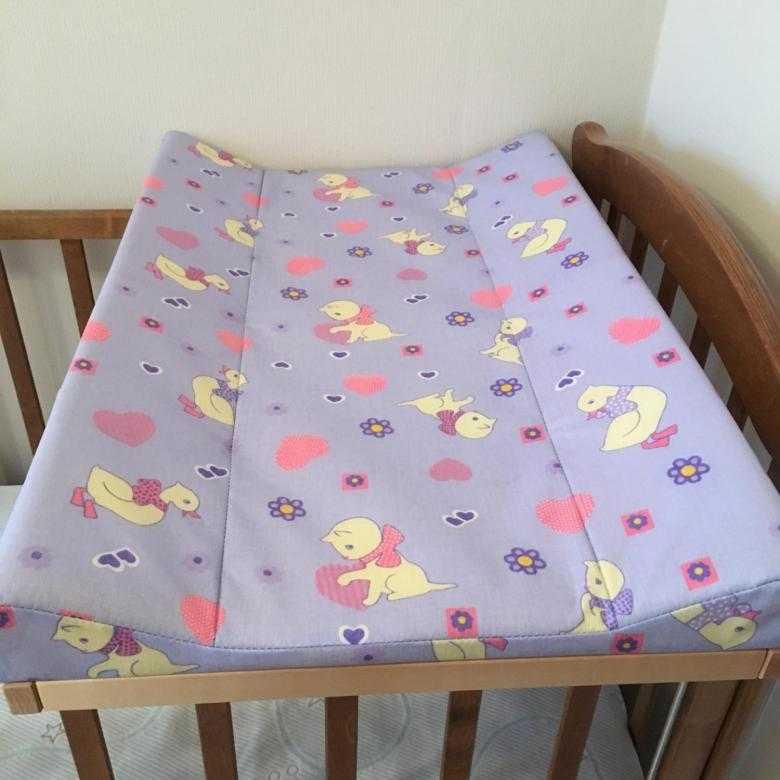 Доска для пеленания: накладка на комод и кроватку, коврик и подставка на кровать с креплением