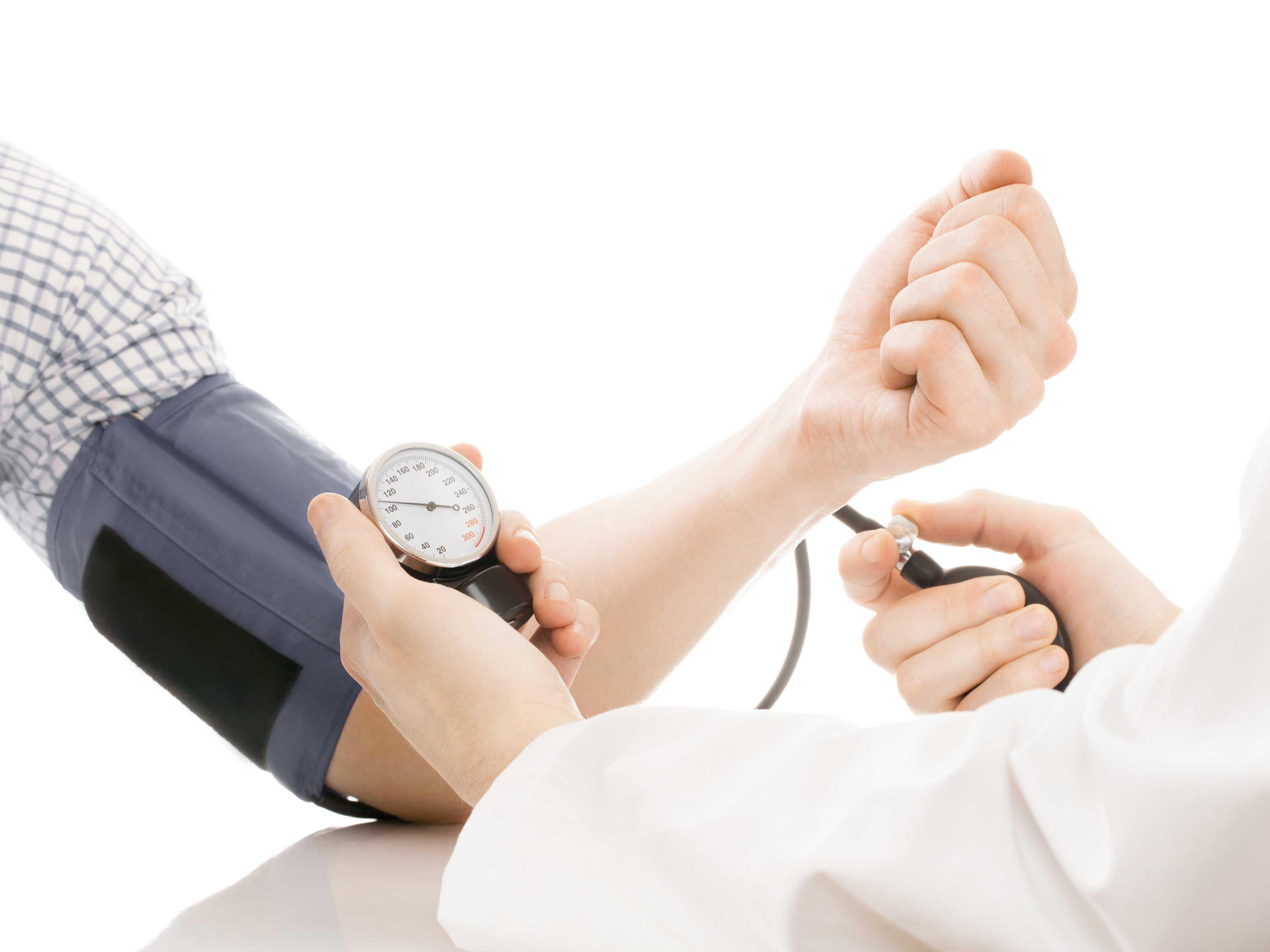 Давление 140 на 90 при беременности - как снизить и нужен ли врач
