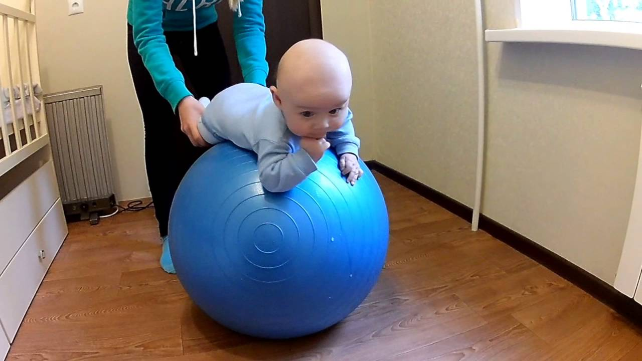 Упражнения на фитболе для грудничков: до полугода и старше 6 месяцев