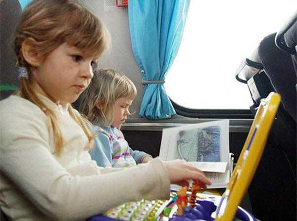 Чем занять ребенка в поезде: игры для поездки в 1, 2, 3, 4, 5 и 6 лет, как переносят дети поезд