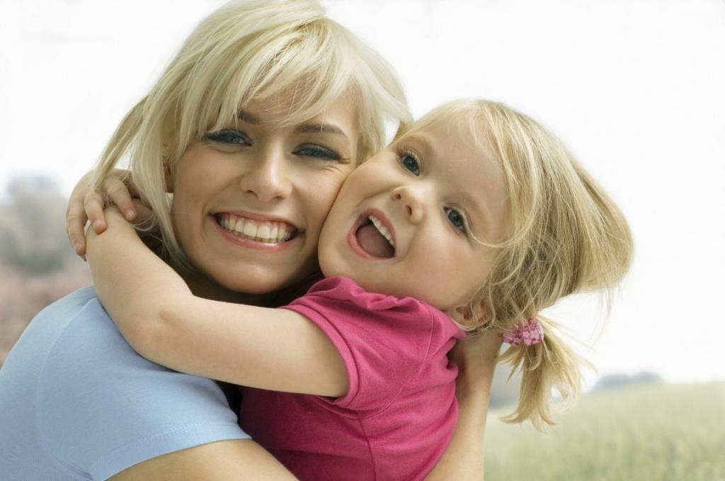 Как показать ребенку свою любовь: совместное чтение, комплименты и другие способы, не требующие затрат