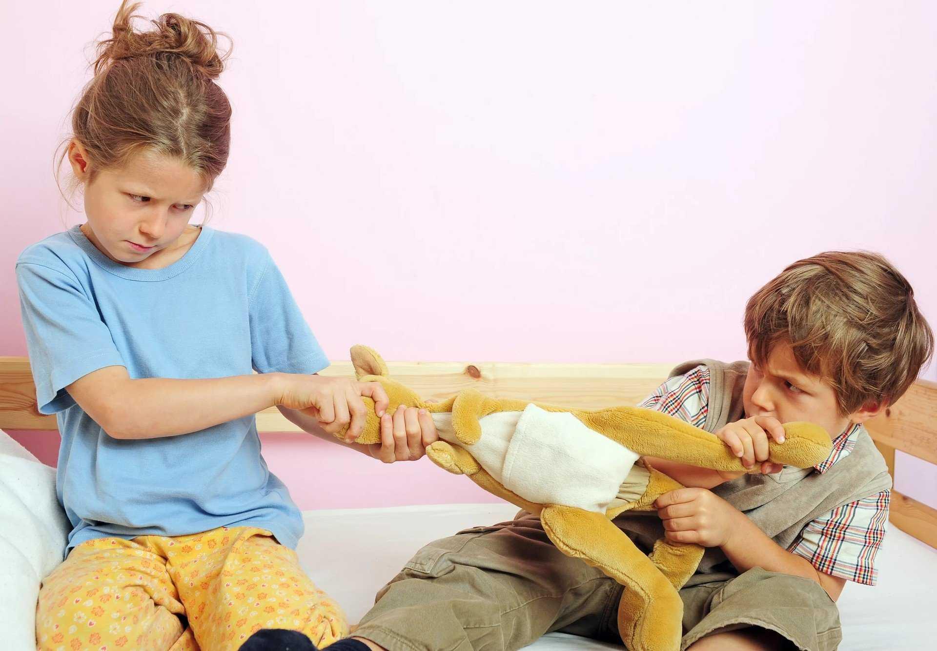 Как научить ребенка делиться игрушками - 6 советов родителям