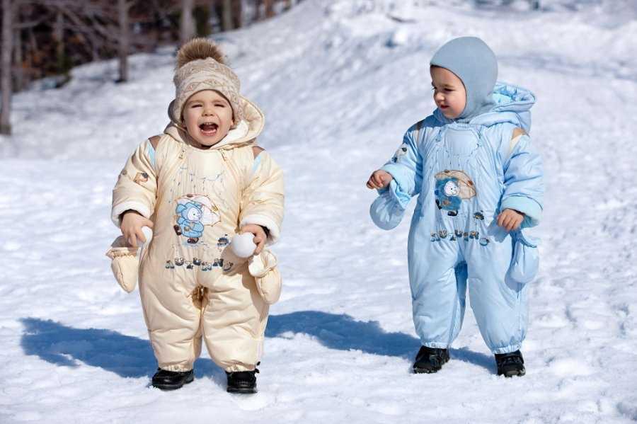 Как одевать новорожденного зимой на прогулку: какую одежду нужно покупать для малыша